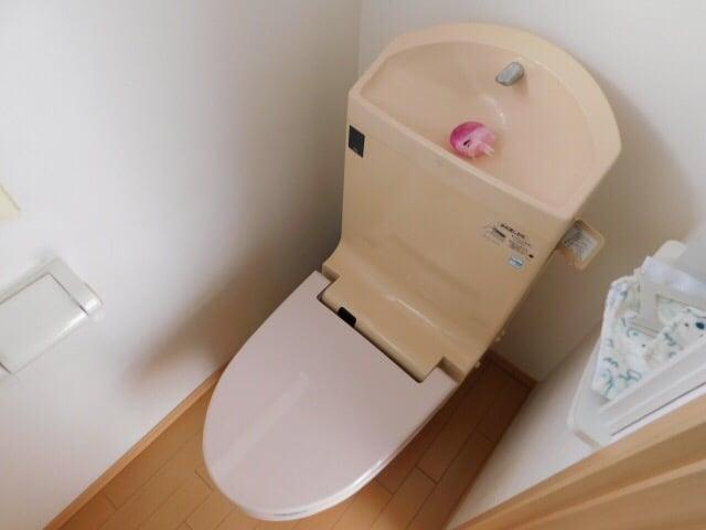 ウォッシュレット+タンク一体式トイレ交換工事 施工前