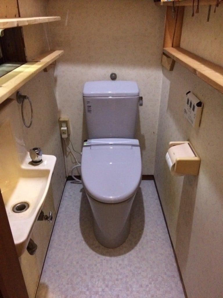 トイレ本体交換(LIXIL アメージュZ)+床下地やり直し 施工後
